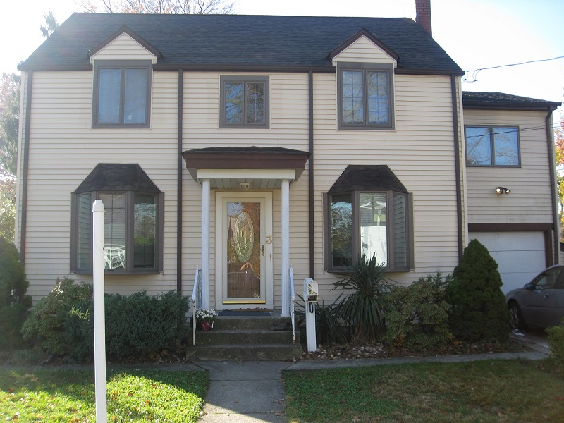 3 Clermont Ave – 7 Bedroom, 3 Bathroom – $500/per person – Lawn Sewer Water Included