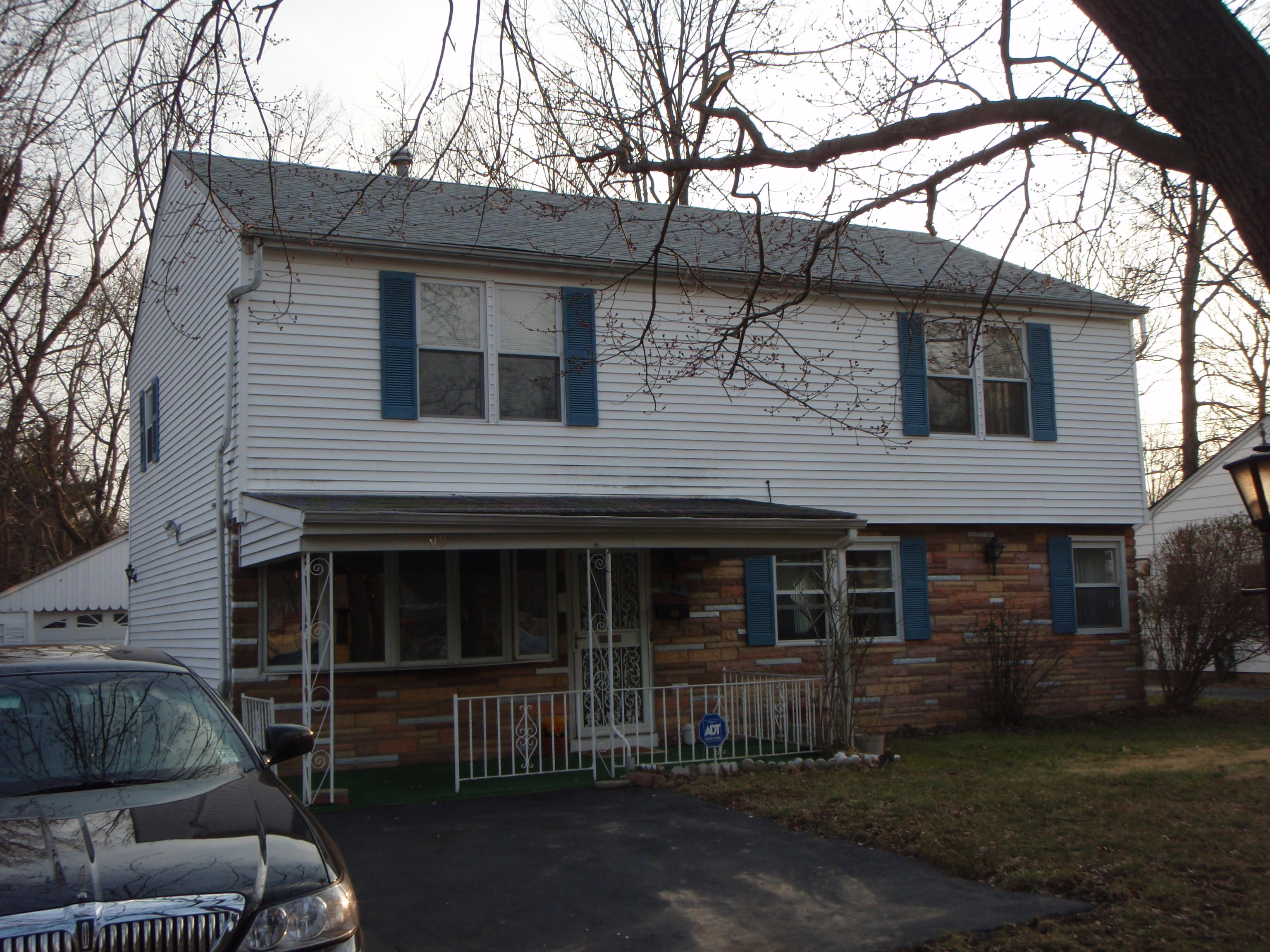 Sleeps 6! 5 bedrooms! Live Close to Campus!!