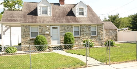 4 Bedroom with fenced in yard