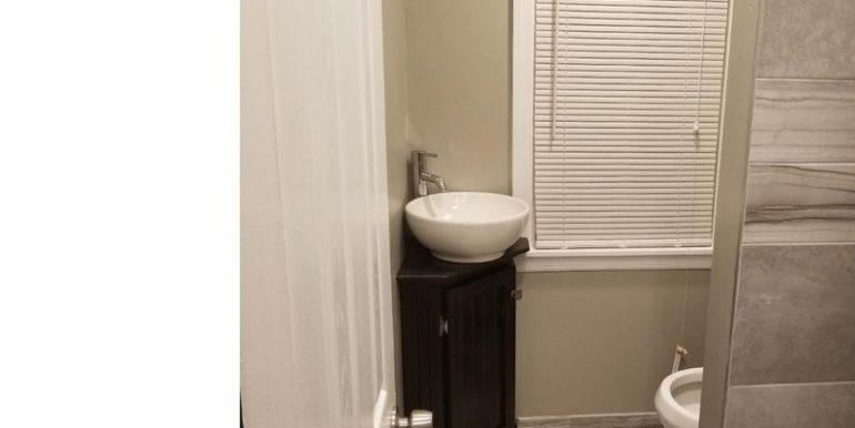 408 Greenway- Bathroom 2