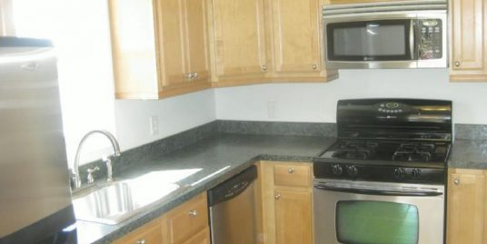 Quick Walk to Campus!! 4 bd, 2ba Well Maintained Home